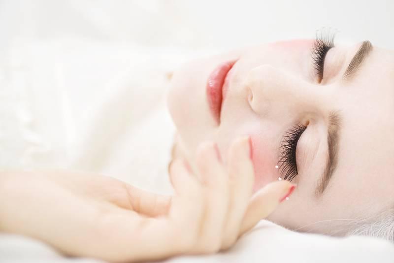 Estuve sorprendida: en el tiempo que por primera vez intenté vivir de acuerdo al ciclo de sueño Uberman de repente desaparecieron del todo mis dolores de cabeza. ¡El sueño polifásico es útil no sólo para los sueños lúcidos! (Alice Grinda fotografiada por Sandra Ludewig)