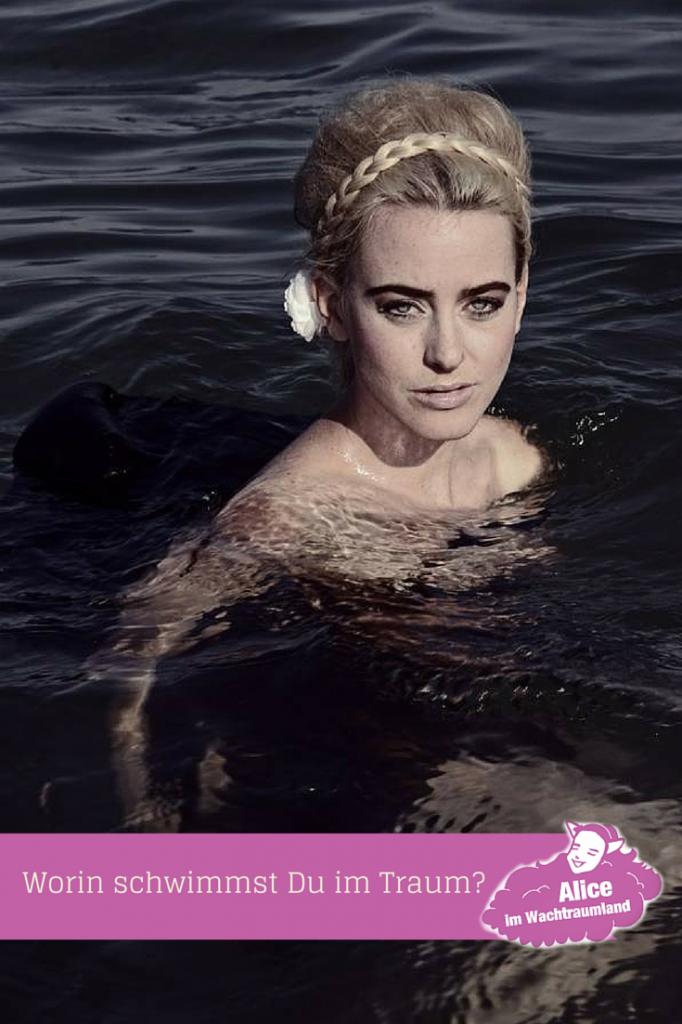 Worin schwimmst Du im Traum? In einem Fluss, in einem Pool oder vielleicht sogar im Blut?